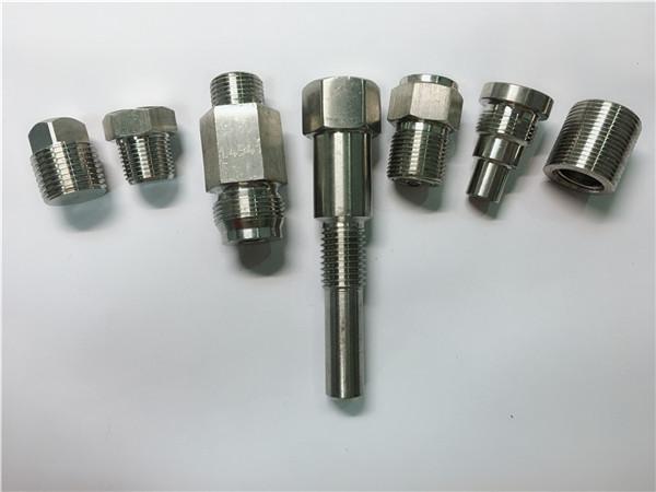 उच्च गुणवत्ता oem खराद मशीन सीएनसी मशीनिंग बाट बने स्टेनलेस स्टील फास्टनरों